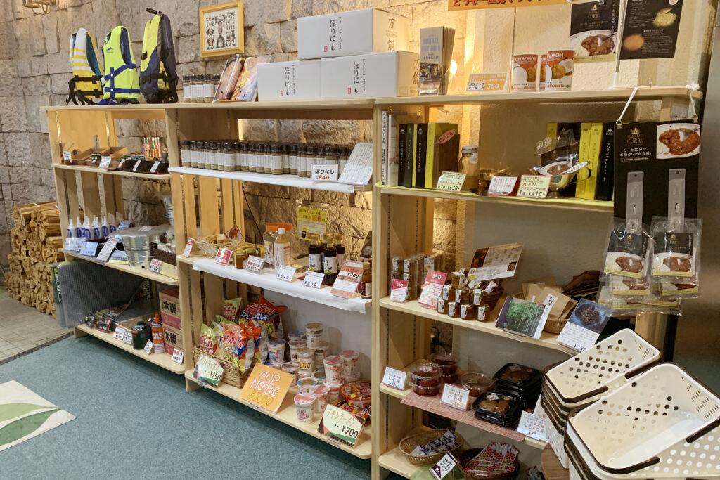 和歌山県熊野本宮「おとなしの郷」WATAZE OUTDOORの物販コーナー