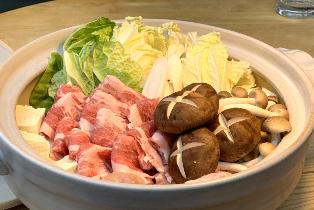 季節のお野菜を詰めこんだ寄せ鍋セット